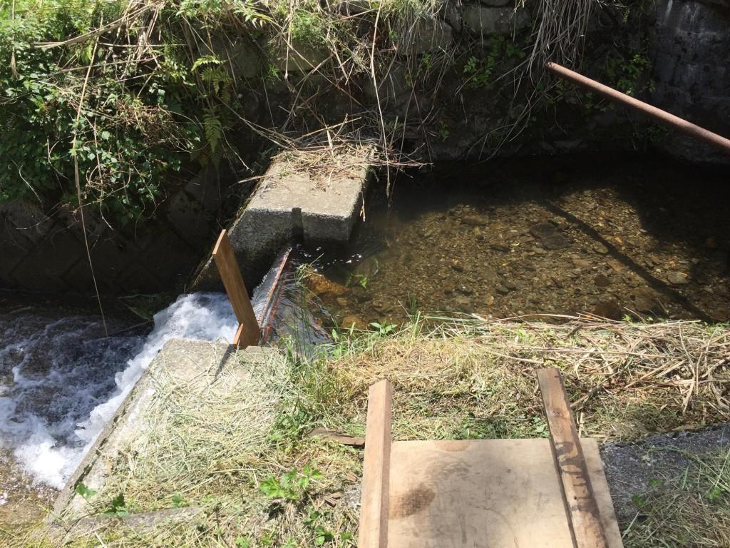 東峰村の田圃の水