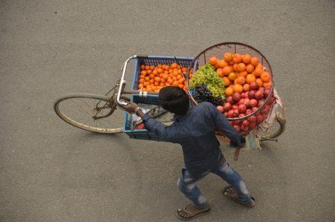 ネパールポカラの果物売り