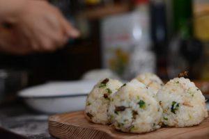 荏胡麻の実の醤油漬けと旬の山菜